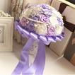 Rosas de púrpura tema boda la novia ramo diamante toma flores de mano perla