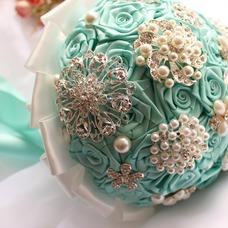 Diamante perla de la mano de la cinta de flores ramo de Novia de la cinta rosa con flor