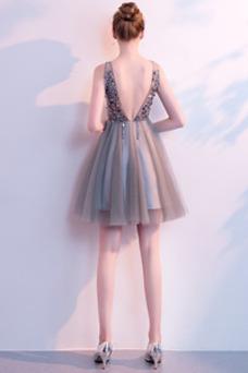 Vestido de cóctel Corpiño Acentuado con Perla tul Natural Hasta la Rodilla