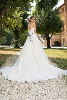 Vestido de novia Sencillo Sin mangas primavera Cola Capilla Corte-A