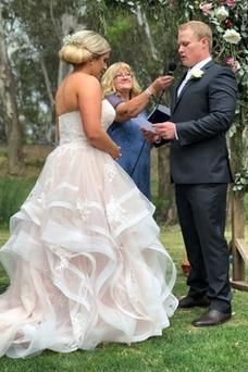 Vestido de novia Tallas grandes Oscilación Encaje Sala largo Cascada de volantes