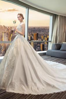 Vestido de novia Apliques Iglesia Triángulo Invertido Capa de encaje