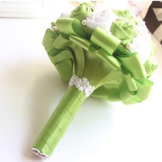 Nueva novia a mano fruta fresca verde con flores - Página 2