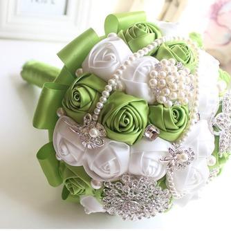 Nueva novia a mano fruta fresca verde con flores - Página 1