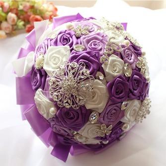 La novia de la cinta color perla rosa cinta cinta sosteniendo flores - Página 1