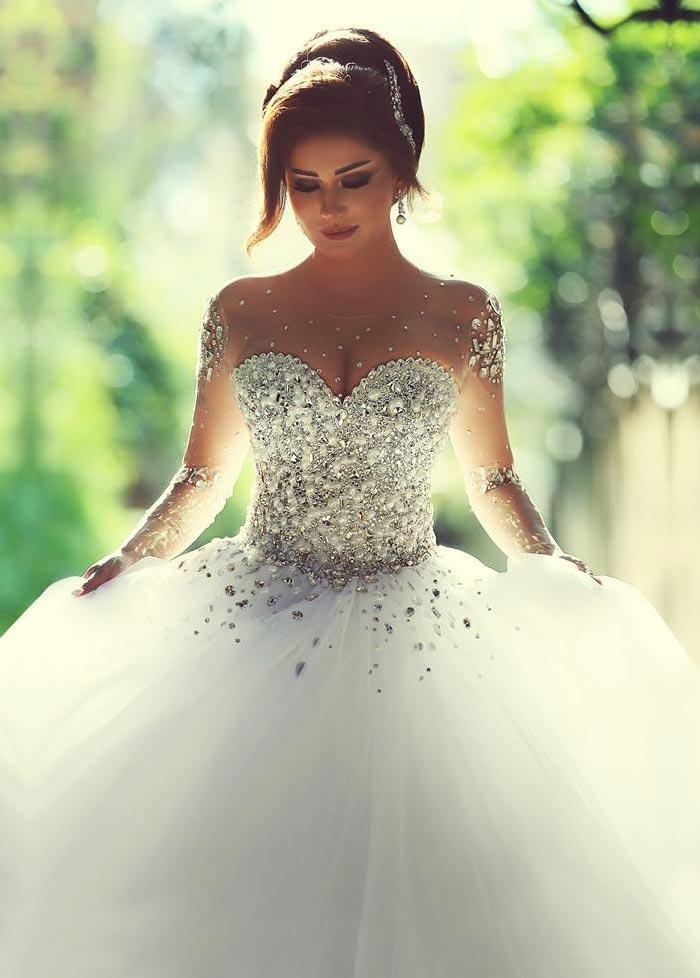 vestido de novia estrellado corpiño acentuado con perla sala manga