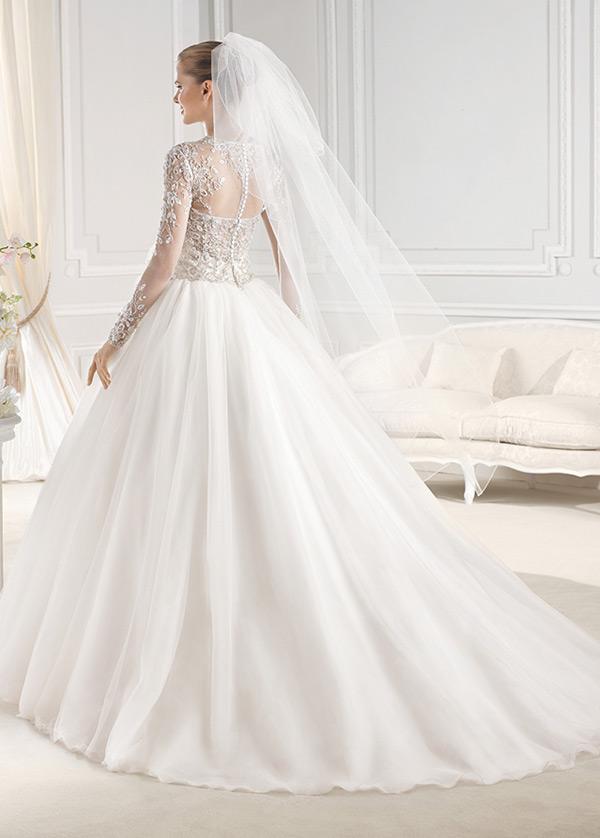 Vestidos de novia con velo capilla