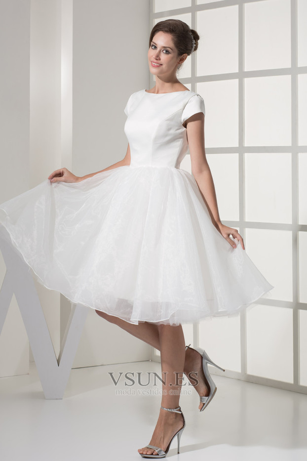 Vestidos corte princesa hasta la rodilla