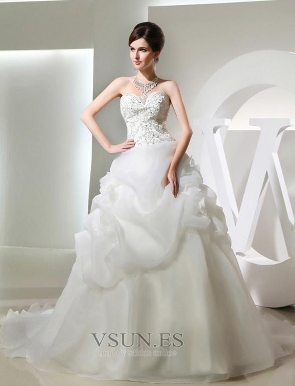 vestido de novia corpiño acentuado con perla escote corazón falta